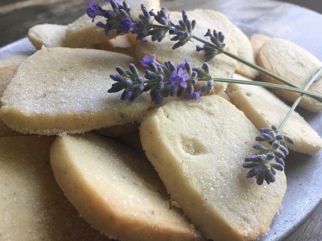 lavender shortbread cookie